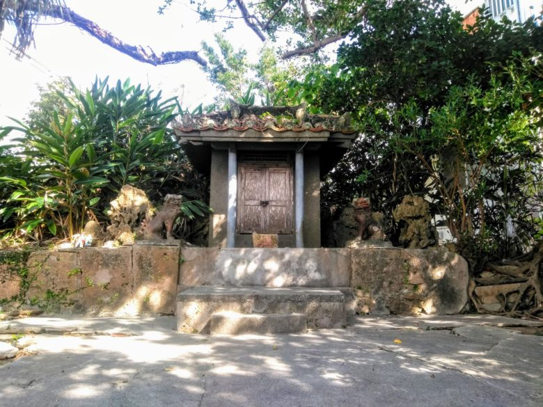 沖縄スローツアー高野純一と歩く壺屋の拝所