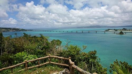 沖縄で絶景の穴場を独り占めにするなら古宇利島大橋を望む運天森園地