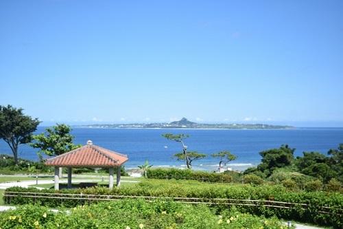 沖縄で絶景の穴場を独り占めにするなら伊江島城山タッチュー