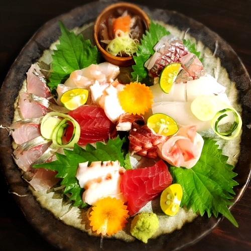 浦添市の「蕎麦と肴処 和ノ実」で、刺身料理