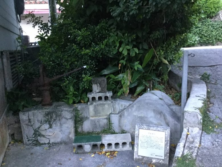 那覇・壺屋を「おきなわスローツアー」ゆったりまち歩きでみつけた拝所