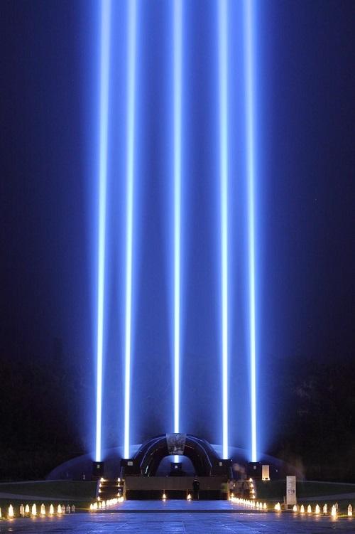 沖縄ではクリスマスからひかりの柱イルミネーションがすごい