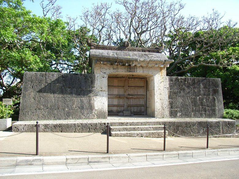 園比屋武御嶽石門は首里城の入口にある世界遺産