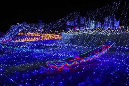 沖縄ではクリスマスから糸満のイルミネーションがすごい