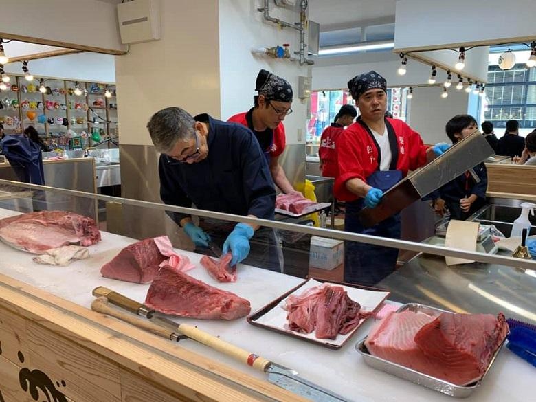 琉球王国市場グランドオープン、美味しそうなマグロ