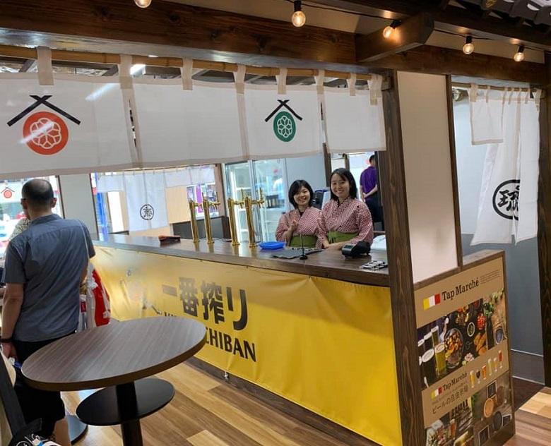 琉球王国市場グランドオープン、一番搾りカウンター