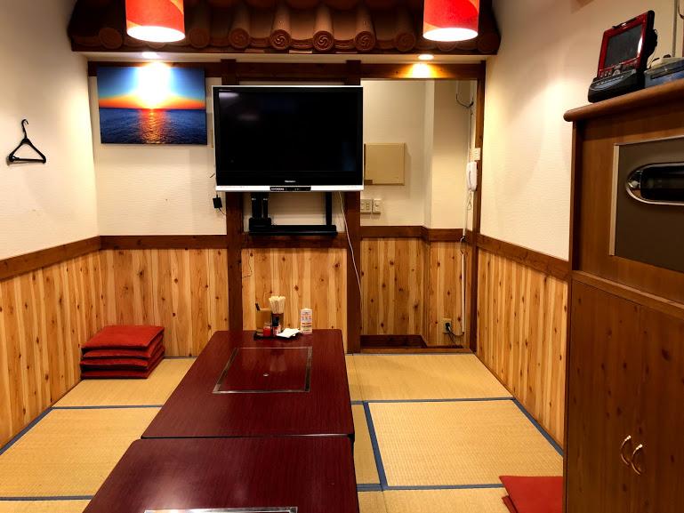 【名護・お好み焼】ひんぷんガジュマルのすぐそば関西風「味ノ坊」カラオケ部屋