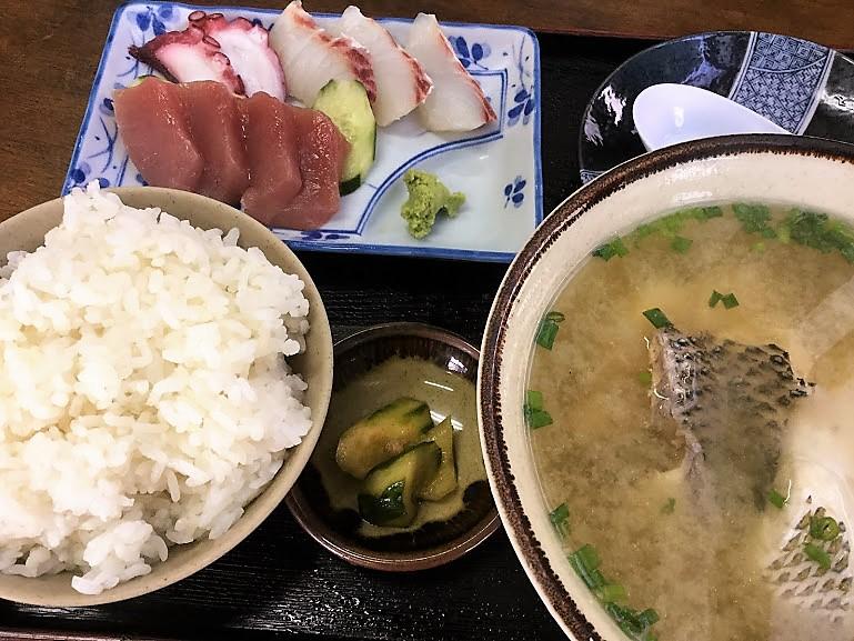沖縄で味噌汁ならココ!名護のおススメみなと食堂の魚汁定食
