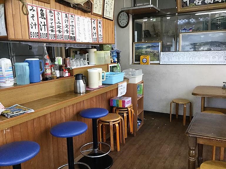 沖縄で味噌汁ならココ!名護のおススメみなと食堂の店内