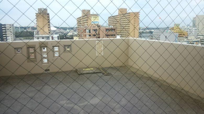 那覇で「民泊」を体験、ハーバービューマンションの屋上