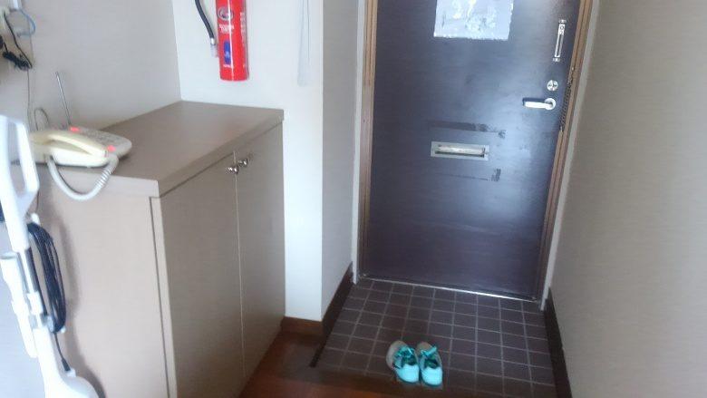 那覇で「民泊」を体験してみたハーバービューマンションの玄関