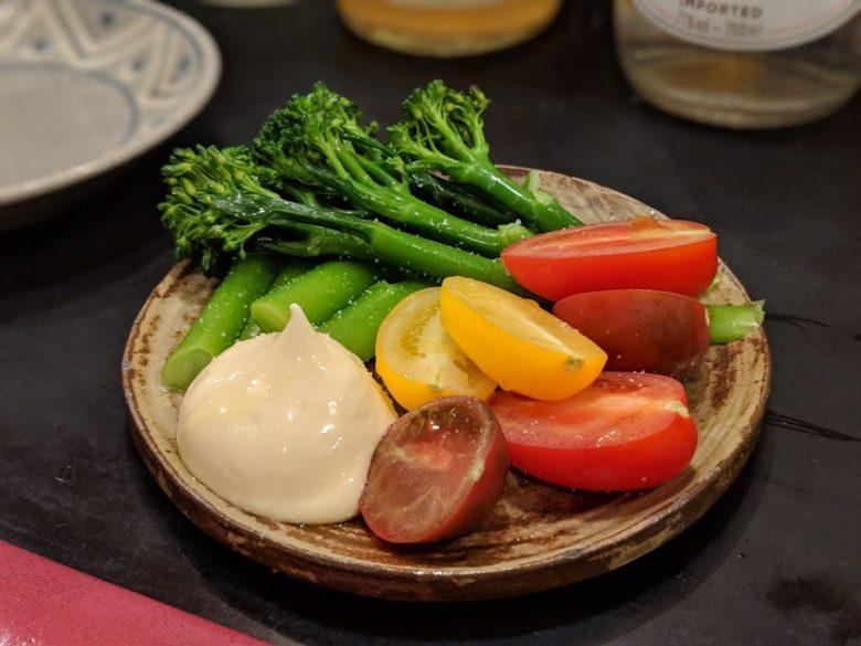 浦添・屋富祖、生まれ変わった新名所ではしご酒!おきなわばんざいで採れたて野菜