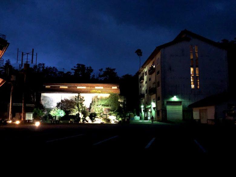 名護ヘリオス酒造で夜の泡盛工場見学はライトアップ
