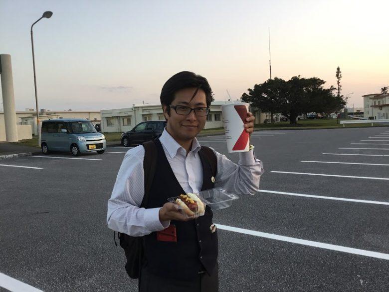 浦添のキャンプキンザー・サンセットウォークコーラで乾杯!