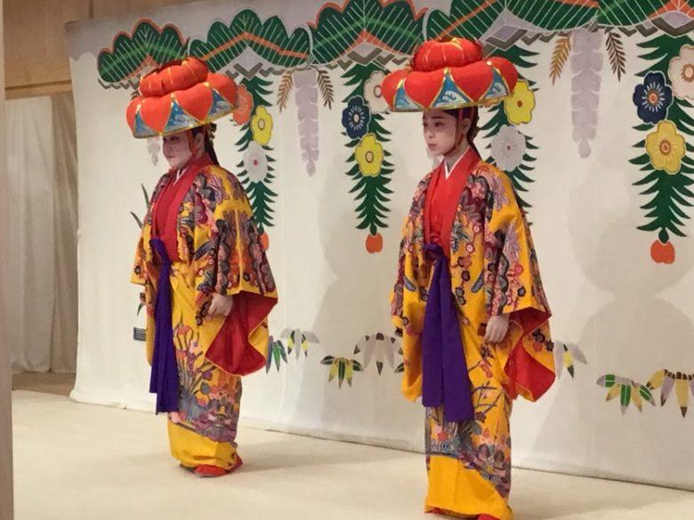 首里城御内原で行われる伝統芸能琉球舞踊