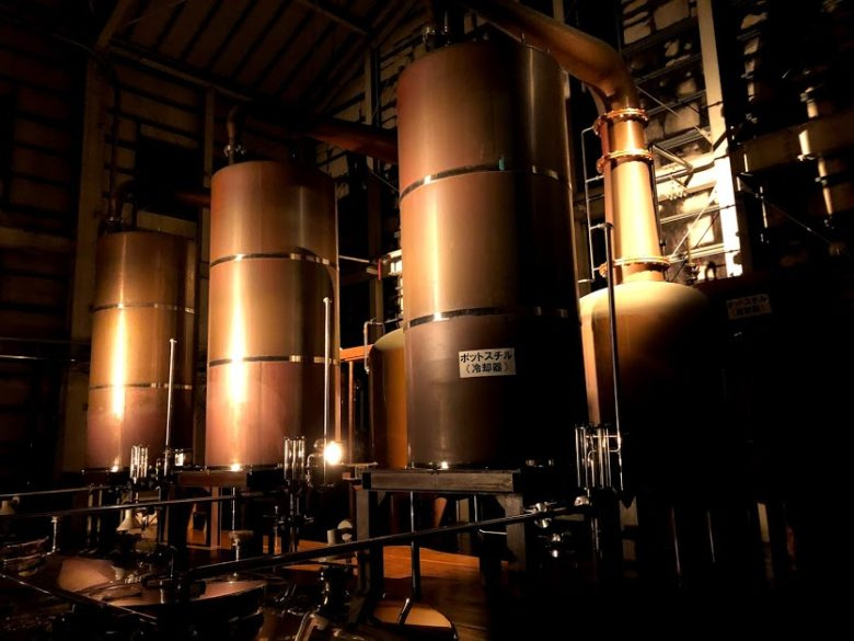 名護ヘリオス酒造で夜の泡盛工場見学。ポッドスチル蒸留器