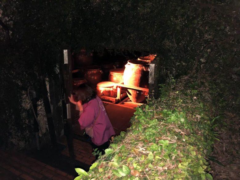 名護ヘリオス酒造で夜の泡盛工場見学。一の蔵の内部が明かされる