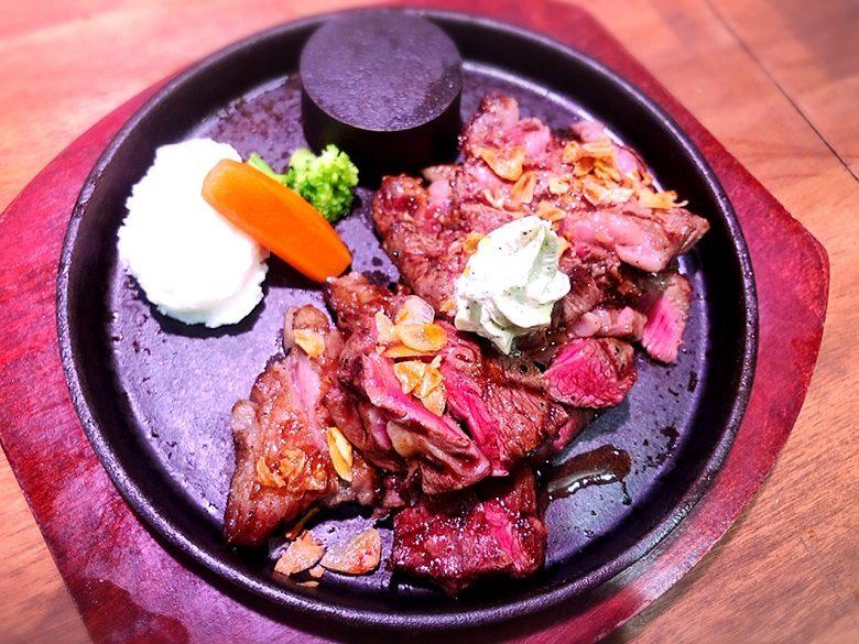 琉球王国市場のステーキ肉