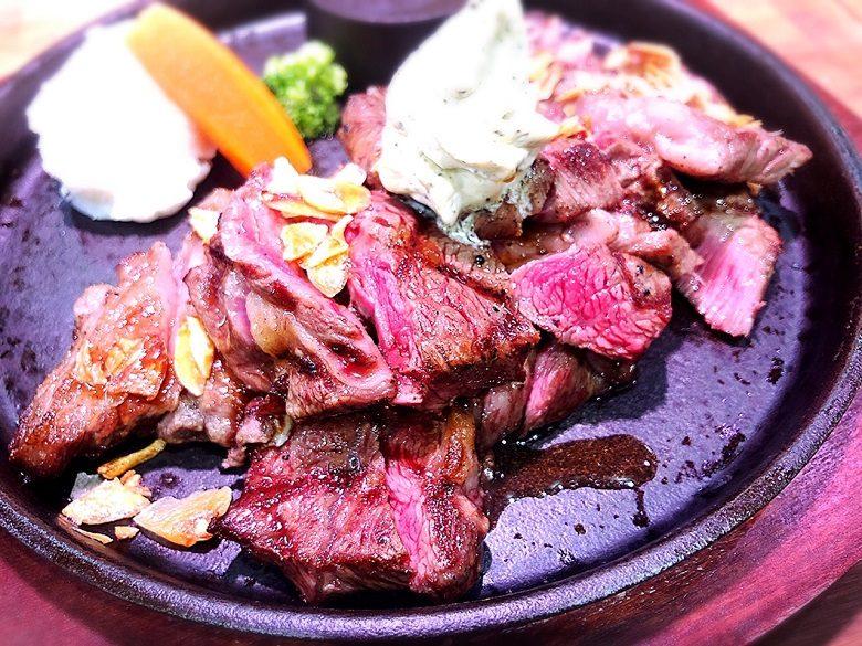 琉球王国市場のステーキは300g1,000円