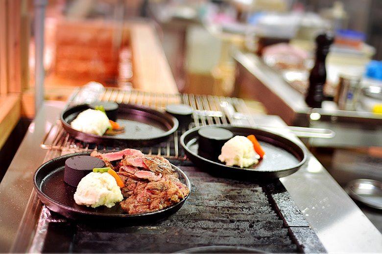 沖縄では1000円ステーキが大流行