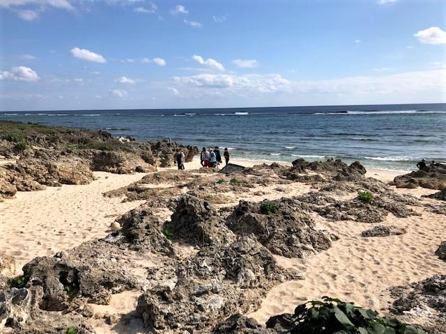 神の島「久高島」をレンタサイクルでイシキ浜