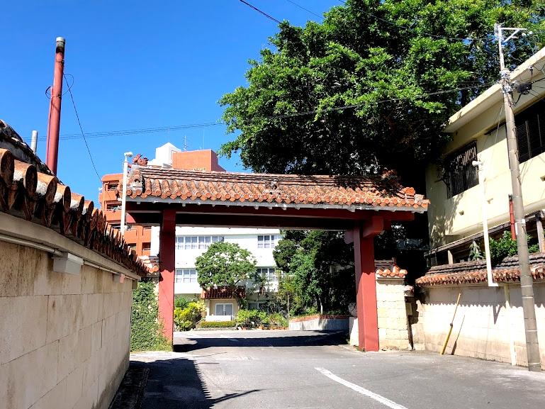 沖縄の観光ホテル第一号、老舗「沖縄ホテル」は守礼の門風