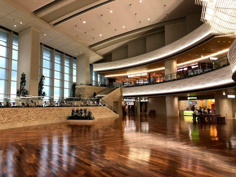 広く開放感のある那覇空港新ターミナル
