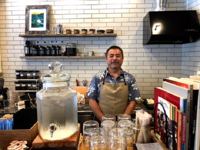 那覇市牧志にある「トックリキワタ珈琲店」。那覇ニューパラダイス通りの緑ヶ丘公園の近くにあります。