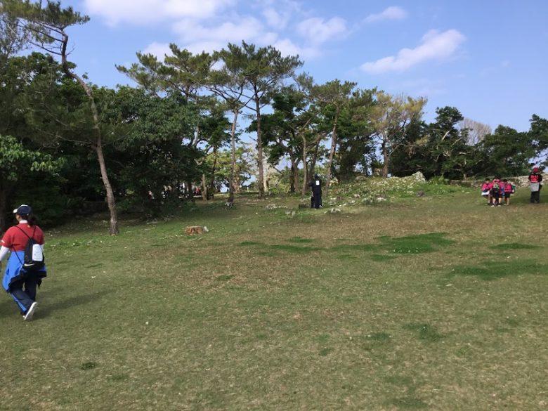 浦添城跡にあがると広場になって眺望抜群