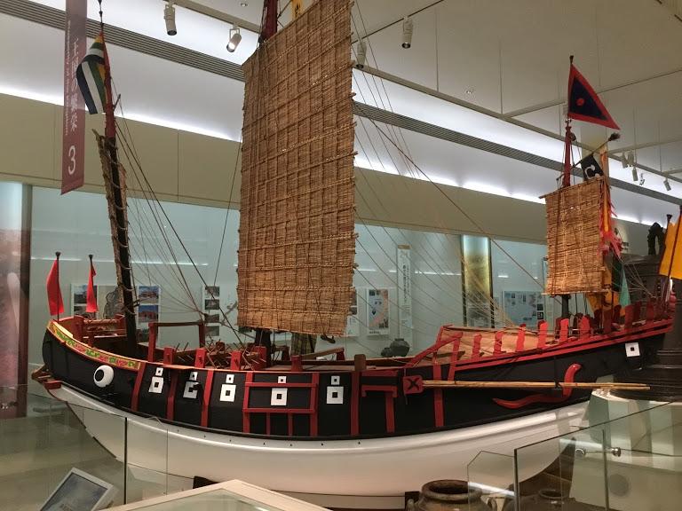 沖縄県立博物館は料金割引きになる。館内の進貢船