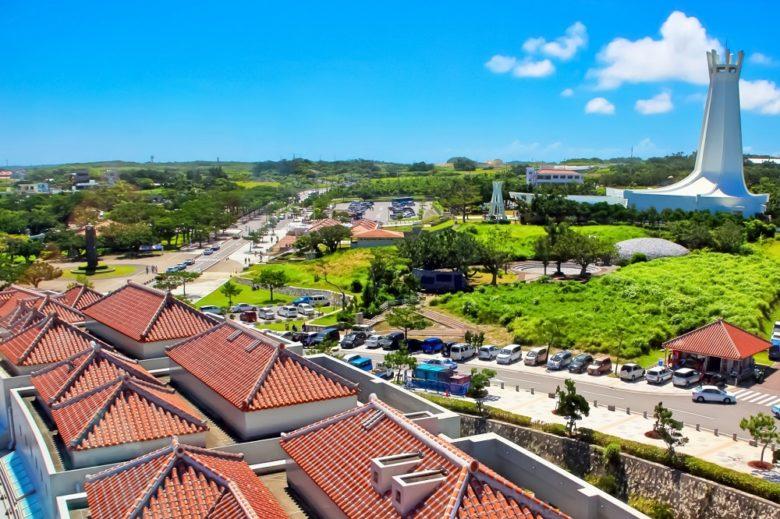 沖縄慰霊の日。糸満の平和祈念公園で平和を願い祈りを捧ぐ