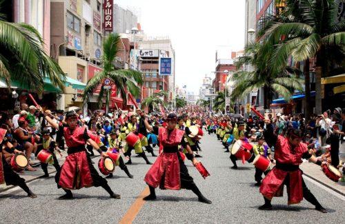 一万人のエイサー踊り隊「伝統 vs 創作」をテーマに開催!