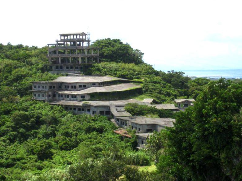 沖縄の有名な廃墟ホテルの全貌大公開!幻の「中城高原ホテル