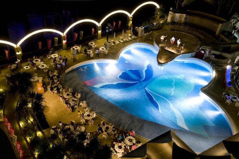 ロワジールホテルのチョウチョを広げたプール