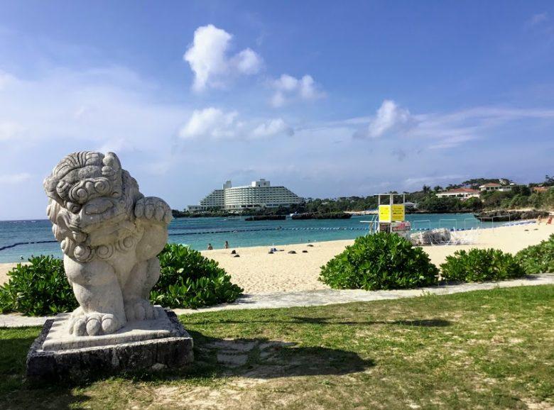 沖縄の移動手段のバスでナビービーチへ