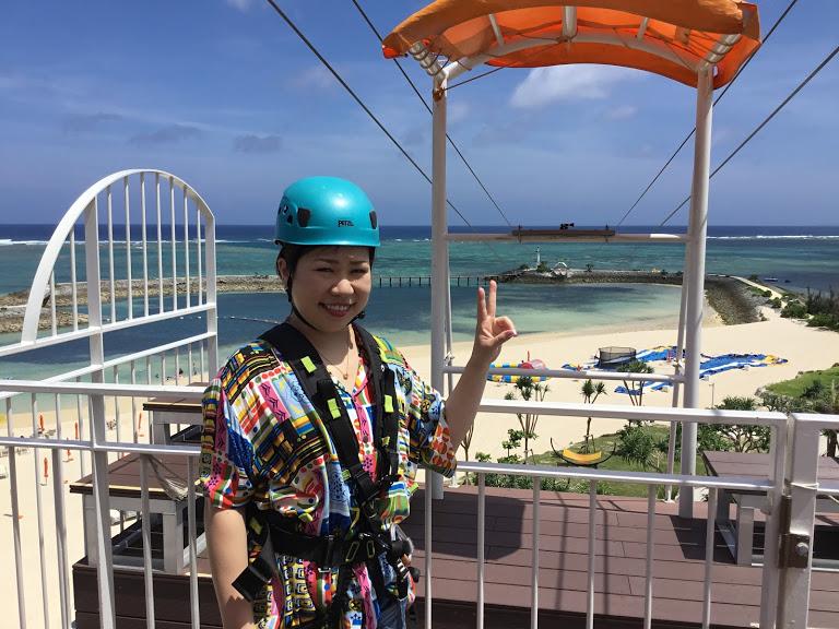 ANAのCMに採用された恩納村シェラトン沖縄サンマリーナリゾートのジップラインスタートです。
