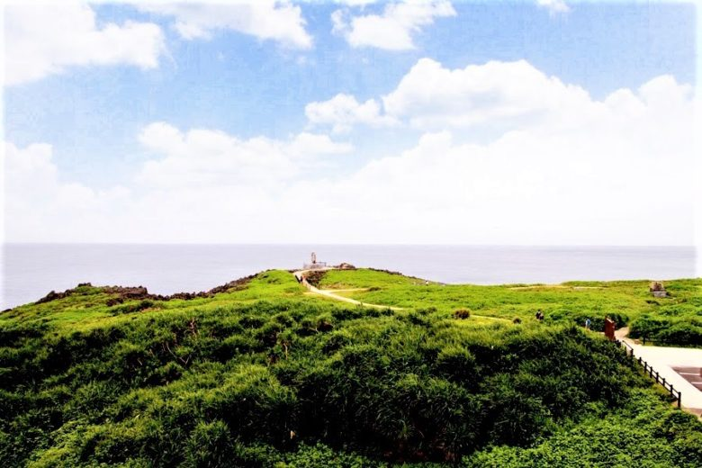 本島最北端・辺戸岬にやんばる観光案内所からの展望