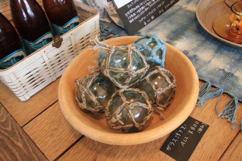 バックショアランチ久米島で売られている海辺のカフェらしい浮き球