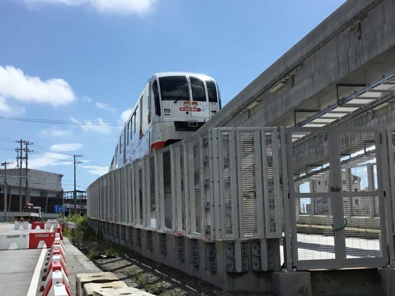 浦添前田駅からトンネルに入っていくゆいレール