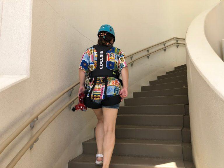 ドキドキしながら階段を上る、ANAのCMに採用された恩納村シェラトン沖縄サンマリーナリゾートのジップライン