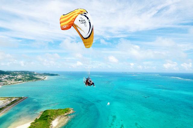 沖縄離島の楽園ビーチ5選宮古島パラグライダー