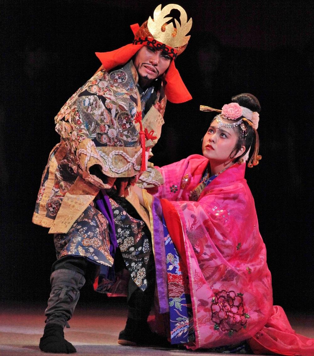 東京国立劇場『肝高の阿麻和利』の阿麻和利と百度踏揚の熱演