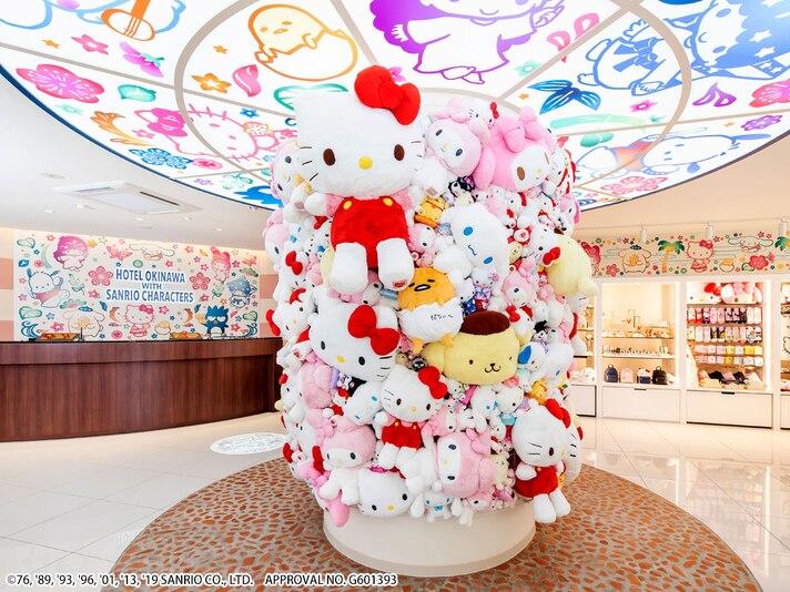 ホテル沖縄withサンリオキャラクターズのロビーとフロント