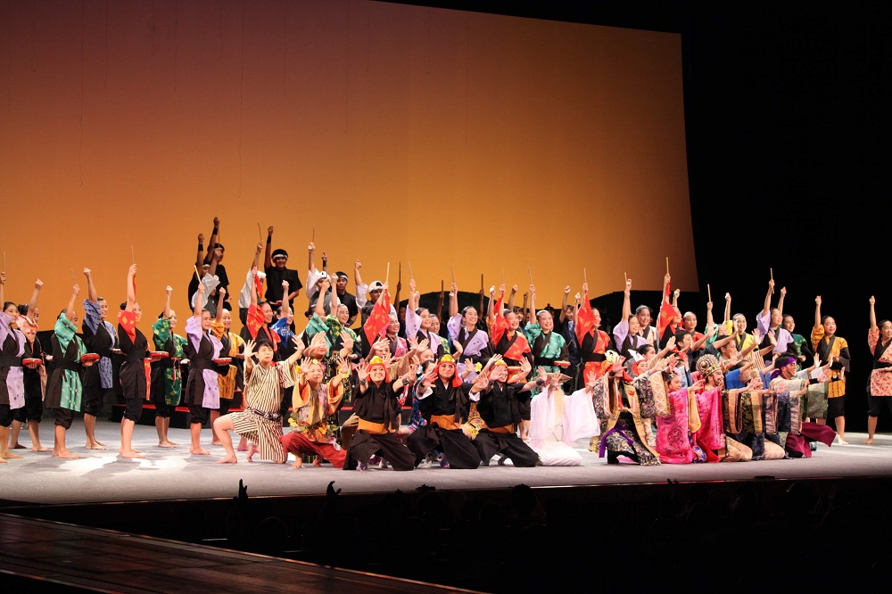 東京国立劇場での肝高の阿麻和利フィナーレ