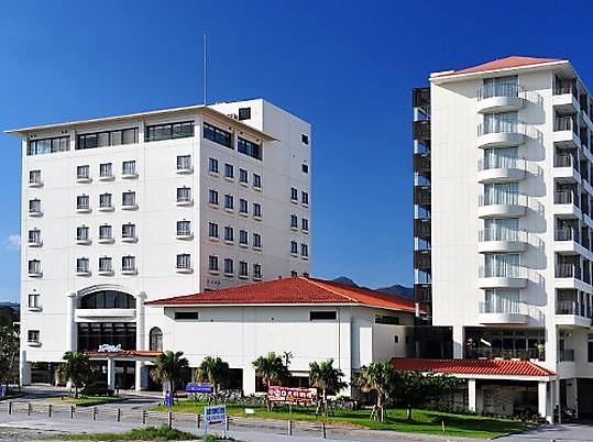 名護の繁華街で飲むなら便利なホテル