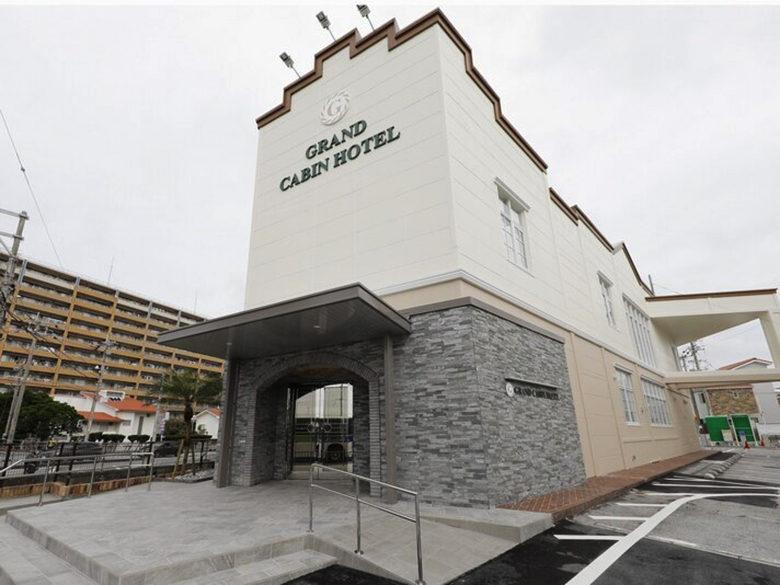 グランドキャビンホテル那覇小禄は赤嶺駅からすぐ。エアーフェスタ会場に近い