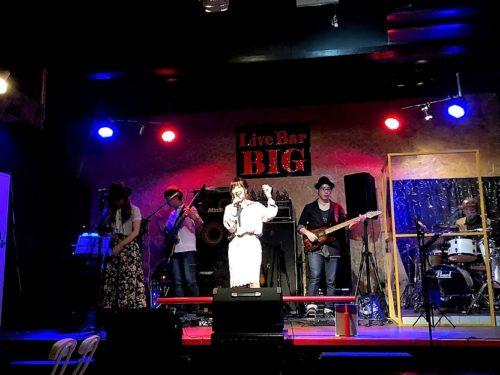 沖縄ライブバーは畑の真ん中にあった!豊見城「Live Bar BIG」