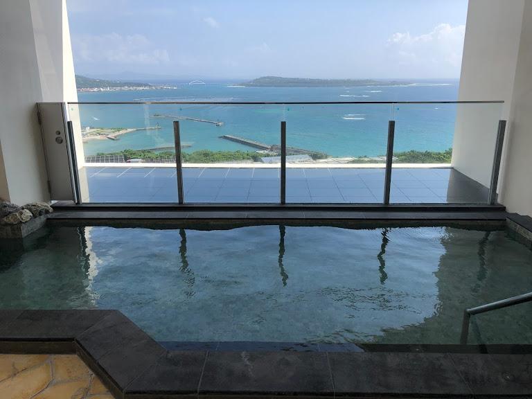本部町にできた便利なアラマハイナコンドホテルの眺望抜群大浴場