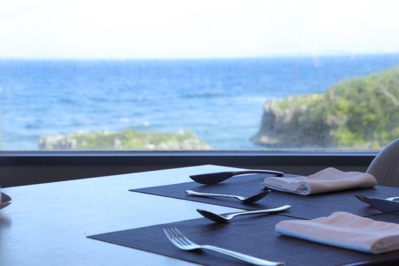 ANAインターコンチネンタル万座ビーチリゾートで海を見ながらの朝食