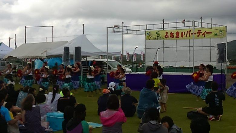 久米島マラソン 終了後のふれあいパーティではフラダンスも披露されます。